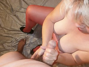 It's incredibly horny when a man injectedon my tights Look at my very hairy pussy through the pantyhose and how my red