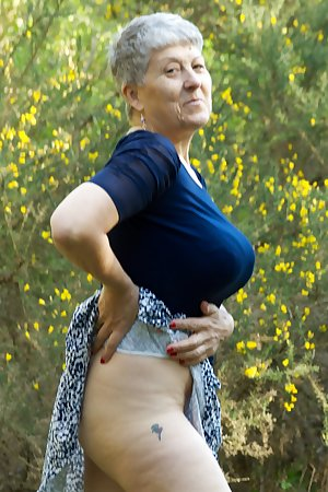 Hi Guys It was a lovely sunny day so I decided to go for a walk in the woods and practice my favourite Pastime Flashing.
