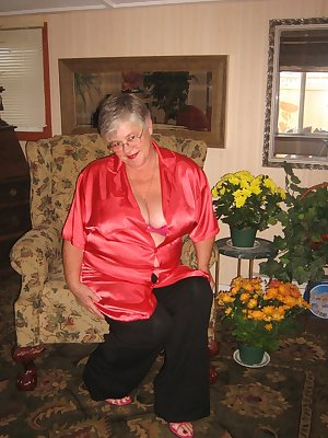 Girdlegoddess is sexy and relaxed at home in her red satin shirt and pink Hi heels. Cum and see as she takes it off sh