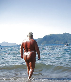 BBW matures and grannies at the beach (89)