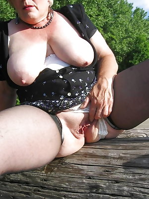 AMATEUR MATURES GRANNIES BBW BIG BOOBS BIG ASS 70