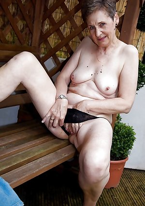 MATURE AND GRANNIES 58