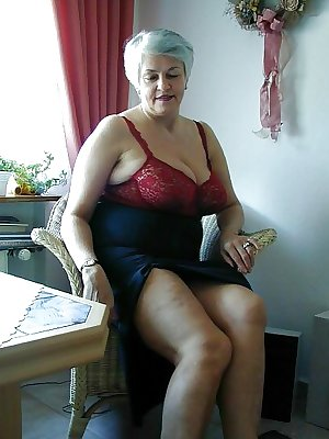 Silver haired bbw granny with nice tits