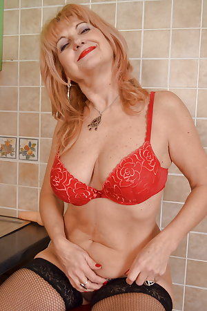 Old moms do it better - The perfect one with saggy tits