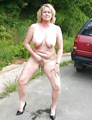 granny mature pissing