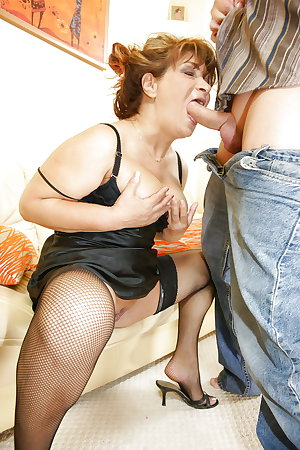 Anal and creampie for old mom PART 1