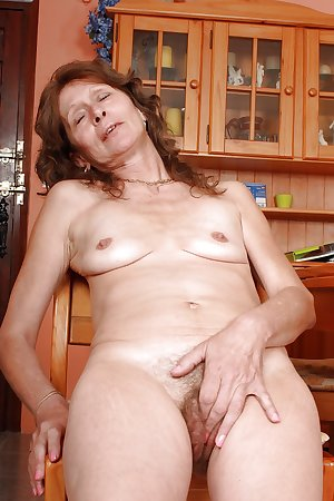 57 year old British granny Vikki from OlderWomanFun