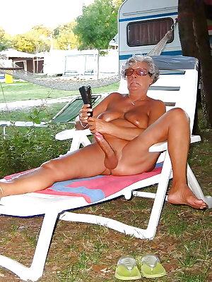 Amateurs Matures Grannies Housewives 4