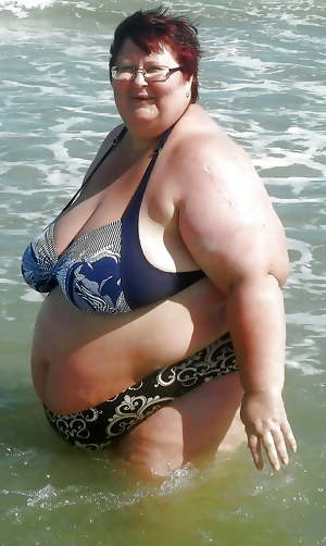 BBW matures and grannies at the beach 321