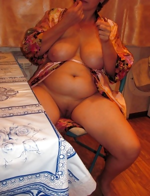 A married mature woman with big tits! Russian Amateur!