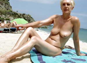 mature amateur saggy tits 148