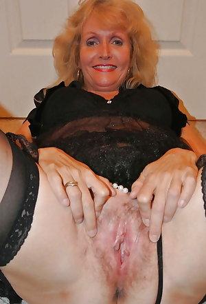 Come on granny spread pussy!!!