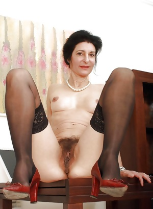 This granny skinny slut loves to play with herself