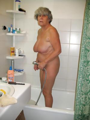This granny really enjoys a good hard stiffie