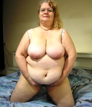 This chunky granny slut loves the cock