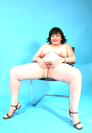This chubby granny slut wants to play