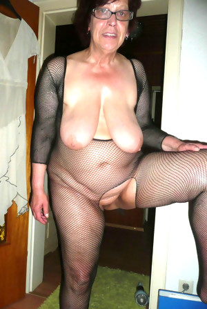 This housewife loves her pussy fresh and wet