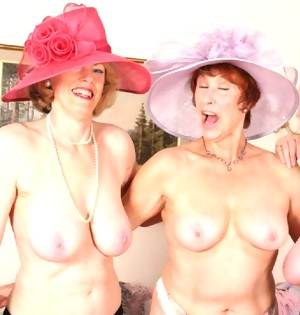 These naughty housewives love licking and playing