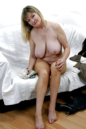 This housewife loves to get herself wet