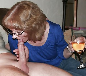 Granny slut getting wet and playing with a dildo