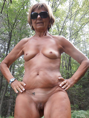 This horny granny slut loves to play with her pussy