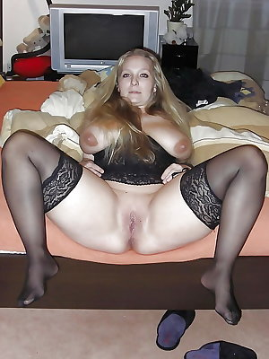 Mature Grannies with spread the legs! Amateur mix!