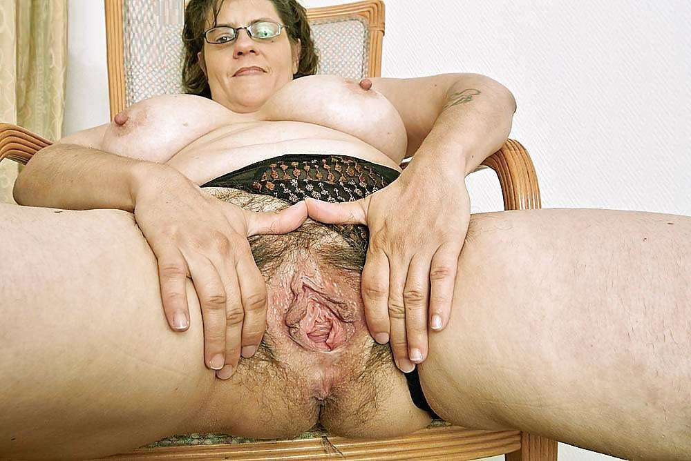 Dirty Old Granny Slapper Masterbating Her Hairy Cunt 1