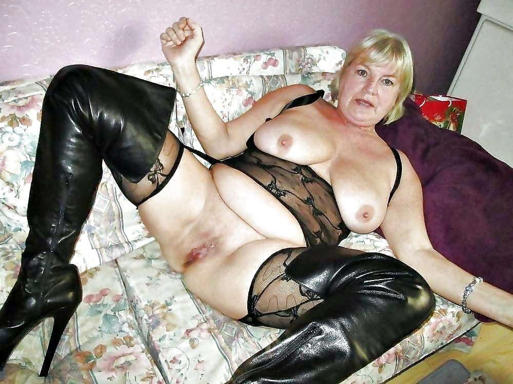 Порно копилка старухи в сапогах