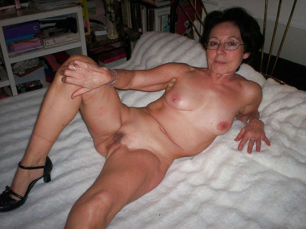 Large breasted nude amateur women